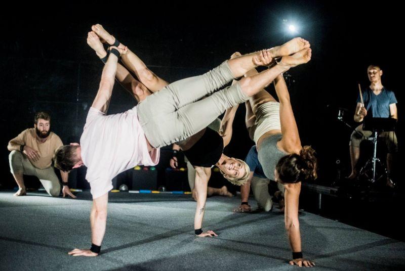 """Scena iš cirko spektaklio """"Erdvė"""". Dmitrijaus Matvejevo nuotrauka"""